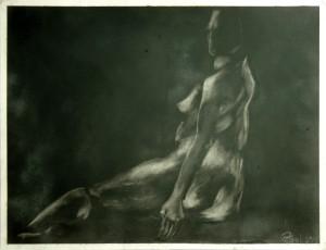 Sitzende-wei -vor-schwarz-300x230 in weibliche Figur